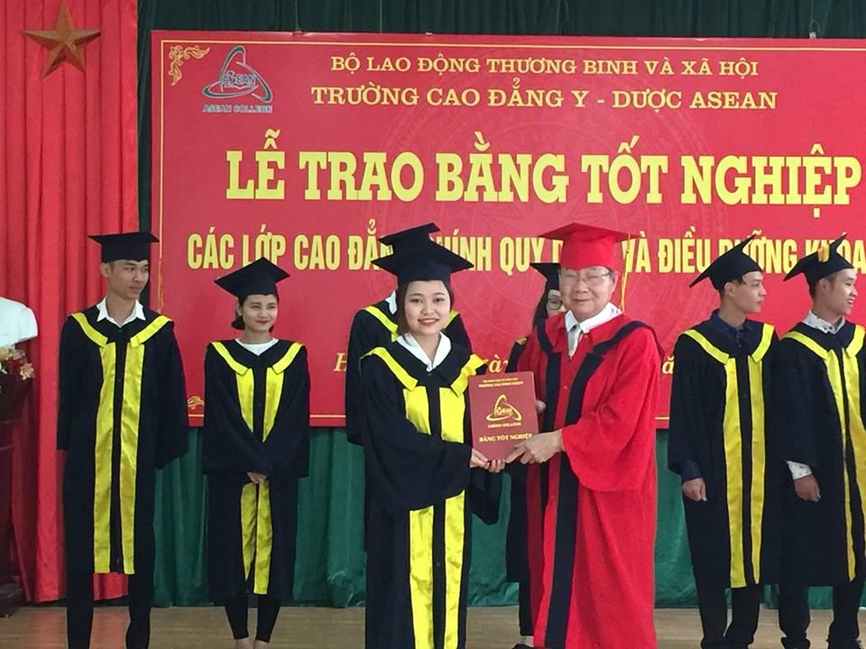 Lễ Trao bằng tốt nghiệp Dược sĩ Cao đẳng và Điều dưỡng năm 2017