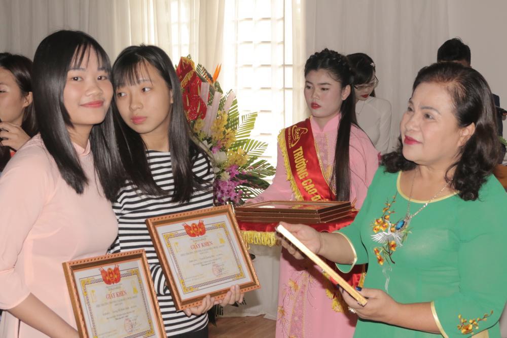 Nữ thủ khoa Cao đẳng Y Dược Asean năm 2017: Sinh viên Lương Thị Minh Châm - Một tài năng với tâm hồn đẹp