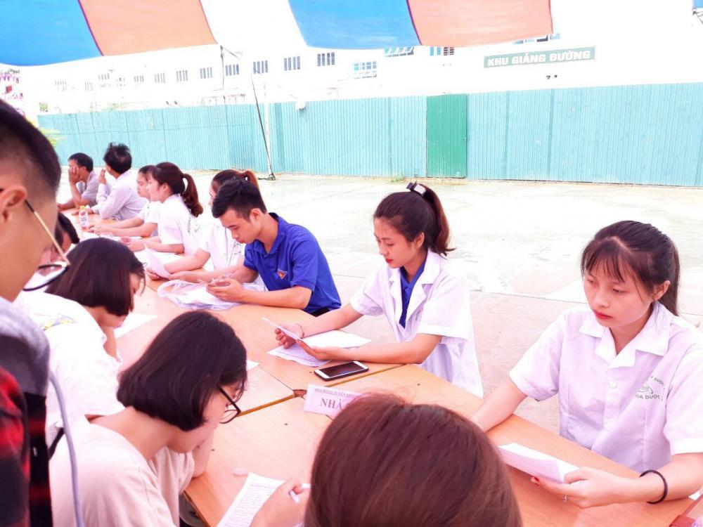 Tân sinh viên Cao đẳng Y Dược Asean háo hức nhập trường