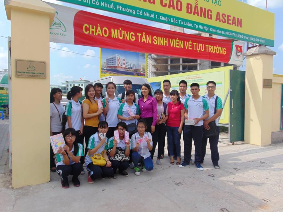 Chung sức cùng sinh viên khoa Dược và Điều dưỡng Trường Cao đẳng ASEAN