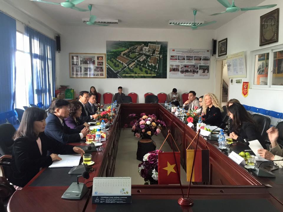 Viện GIZ CHLB Đức thăm và làm việc với Cao đẳng Y - Dược ASEAN