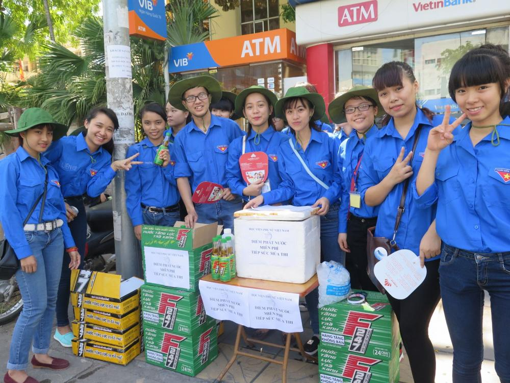 """Sinh viên Asean College """"THẮP LỬA YÊU THƯƠNG"""" chia sẽ đồng bào miền Trung lũ lụt"""