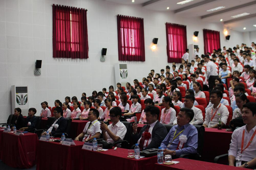 """Hơn 100 sinh viên ngành Điều dưỡng tự tin tham gia """"Kỳ thi tuyển sinh Khóa học Điều dưỡng chất lượng cao""""."""